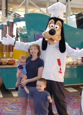Disney World Chef Mickeys Goofy
