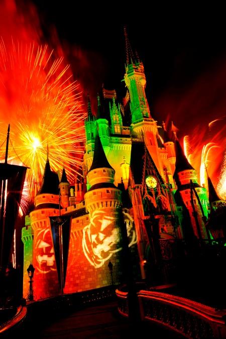 Happy HalloWishes Fireworks Show ©Disney