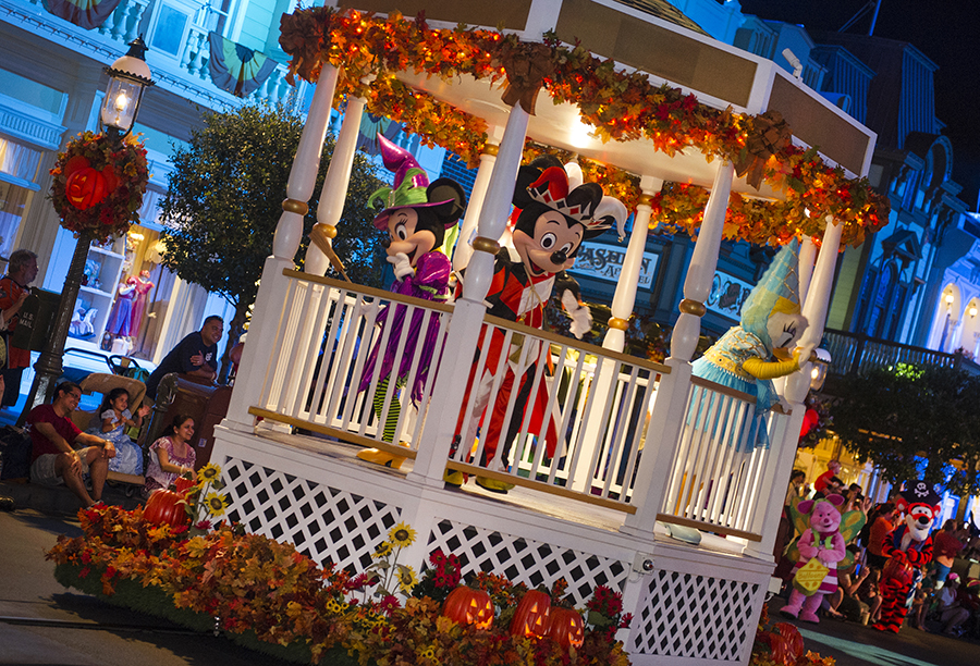 Mickey's Halloween Party 2015 Halloween Time At Disneyland Resorts ...